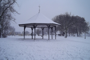 Mountsfield Park bandstand in the snow