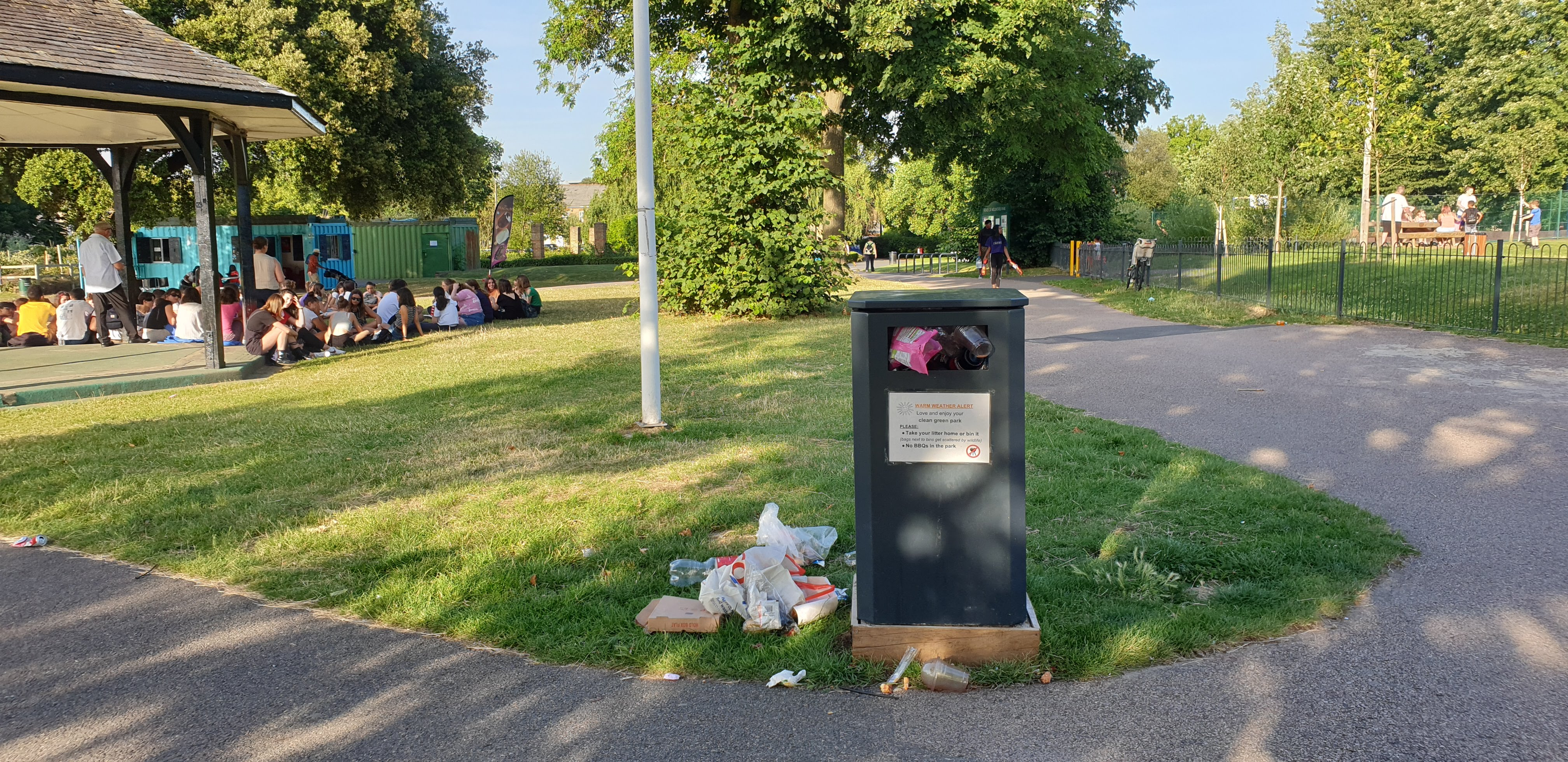 @GlendaleLew, @GlendaleUK, Lewisham GreenScene why so many overfull litter bins at #mountsfieldpark? Please arrange for more morning and evening litter collections during hot weather...
